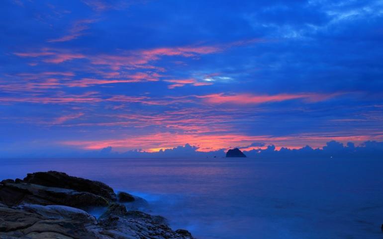 blue_night_cloudy_sky-2560x1600
